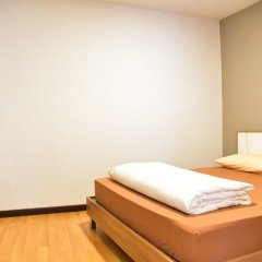 Inn Trog And Inn Soi - Hostel - Adults Only Бангкок комната для гостей фото 5