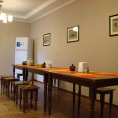 Отель Guest House Kirghizasia Кыргызстан, Бишкек - отзывы, цены и фото номеров - забронировать отель Guest House Kirghizasia онлайн питание фото 2