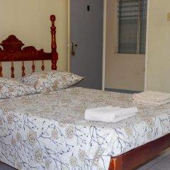 Отель Golden Sands Guest House Треже-Бич сейф в номере