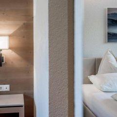 Отель Alpenhotel Enzian Зёльден сейф в номере