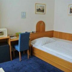 Отель Pension Schonbrunn Вена сейф в номере