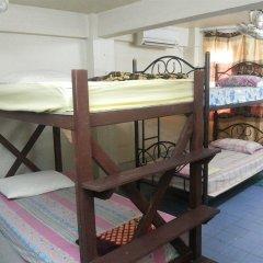 Отель Samsen 6 Guesthouse Бангкок бассейн