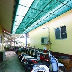 Отель Insook Ko Larn Guesthouse парковка