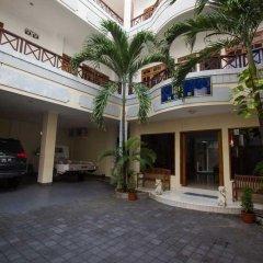 Отель RedDoorz @ Melati Kartika Plaza парковка