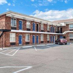 Отель Rodeway Inn - Niagara Falls США, Ниагара-Фолс - отзывы, цены и фото номеров - забронировать отель Rodeway Inn - Niagara Falls онлайн парковка