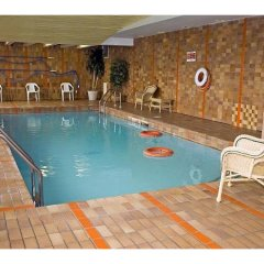 Отель La Tour Centre-Ville Канада, Монреаль - отзывы, цены и фото номеров - забронировать отель La Tour Centre-Ville онлайн бассейн