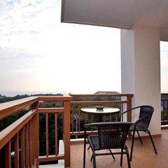 Апартаменты Emerald Palace Serviced Apartment Паттайя балкон