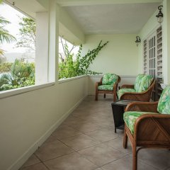 Отель Seawind On the Bay Apartments Ямайка, Монтего-Бей - отзывы, цены и фото номеров - забронировать отель Seawind On the Bay Apartments онлайн балкон