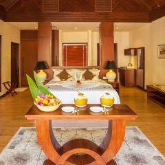 Отель Furaveri Island Resort & Spa