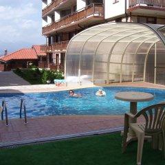 Апартаменты Four Leaf Clover Apartments бассейн