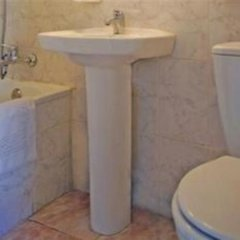 Отель Hostal Alcazar Regis ванная