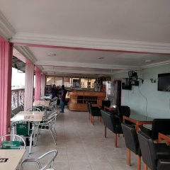 Отель Semper Diamond Lodge гостиничный бар