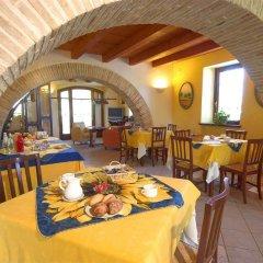 Отель Locanda Il Girasole Италия, Камерано - отзывы, цены и фото номеров - забронировать отель Locanda Il Girasole онлайн питание