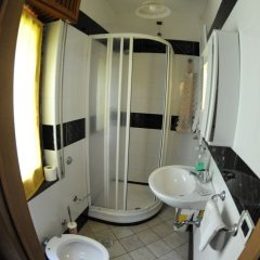 Отель Vecchio West Аджерола ванная фото 2