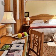 TH Madonna di Campiglio - Golf Hotel Пинцоло сейф в номере