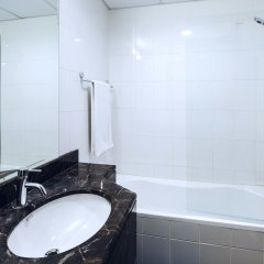 Апартаменты One Perfect Stay Studio Burj Al Nujoom ванная
