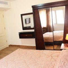 Отель Sohoul Al Karmil Suites сейф в номере