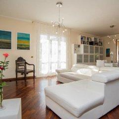 Отель Deluxe Apartment in Villa Pantarei Италия, Поццалло - отзывы, цены и фото номеров - забронировать отель Deluxe Apartment in Villa Pantarei онлайн комната для гостей фото 2