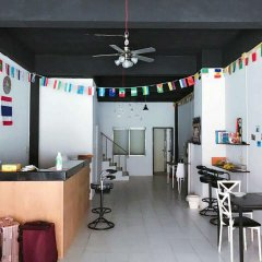 The Galiness International Backpacker Hostel Phuket гостиничный бар