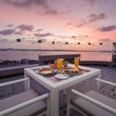 Отель Samann Grand Мальдивы, Мале - отзывы, цены и фото номеров - забронировать отель Samann Grand онлайн бассейн