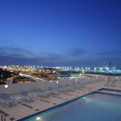 Отель Premier Inn Dubai International Airport бассейн