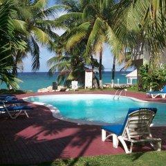 Отель Ocho Rios Beach Resort at ChrisAnn бассейн