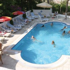 Flower Hotel бассейн