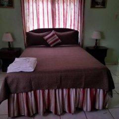 Отель Tropical Court Resort Near Montego Bay Airport в номере