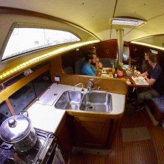 Отель Norwavey, Sleep in a Boat в номере