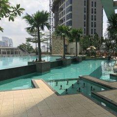Отель Queens Service Suite at Swiss Garden residence Малайзия, Куала-Лумпур - отзывы, цены и фото номеров - забронировать отель Queens Service Suite at Swiss Garden residence онлайн бассейн фото 3