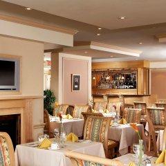 Отель Four Points by Sheraton Toronto Lakeshore Канада, Торонто - отзывы, цены и фото номеров - забронировать отель Four Points by Sheraton Toronto Lakeshore онлайн питание