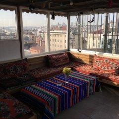 Second Home Hostel балкон