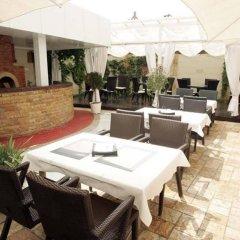 Отель Acktion Болгария, Шумен - отзывы, цены и фото номеров - забронировать отель Acktion онлайн бассейн