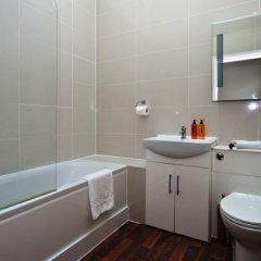 Отель Veeve 2 Bed Penthouse Opposite Harrods Knightsbridge Green Великобритания, Лондон - отзывы, цены и фото номеров - забронировать отель Veeve 2 Bed Penthouse Opposite Harrods Knightsbridge Green онлайн ванная