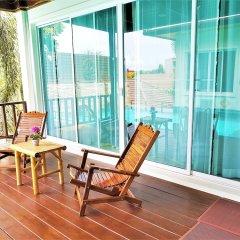 Отель Karon Beach Walk Villa балкон