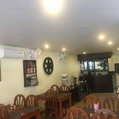 Отель Fewa Holiday Inn Непал, Покхара - отзывы, цены и фото номеров - забронировать отель Fewa Holiday Inn онлайн питание фото 2