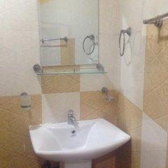 Отель Omega Hotel & Motel Шри-Ланка, Коломбо - отзывы, цены и фото номеров - забронировать отель Omega Hotel & Motel онлайн ванная
