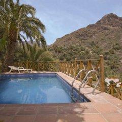 Отель La Montaña бассейн