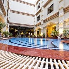 Majestic Oriental Hotel бассейн