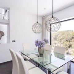 Отель Architecture Villa In Sitges Hills Оливелла в номере