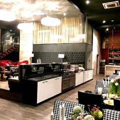 Отель The Up Ekamai By Max Бангкок питание