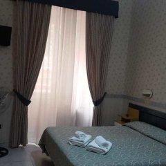Отель Dina сейф в номере
