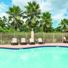 Отель La Quinta Inn & Suites Covington бассейн