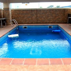 Отель Grand Inn & Suites бассейн