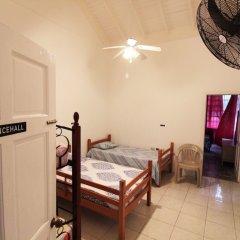 Отель Belleh23 Kingston Creative Guesthouse сейф в номере