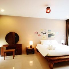 Отель Feung Nakorn Balcony Rooms and Cafe Бангкок комната для гостей фото 2