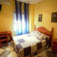 Отель Hostal Puerta de Monfragüe сейф в номере