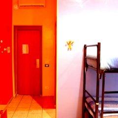 Отель Legends сейф в номере