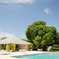 Отель Seawind On the Bay Apartments Ямайка, Монтего-Бей - отзывы, цены и фото номеров - забронировать отель Seawind On the Bay Apartments онлайн бассейн фото 3