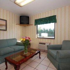 Отель Rodeway Inn North Columbus комната для гостей фото 3